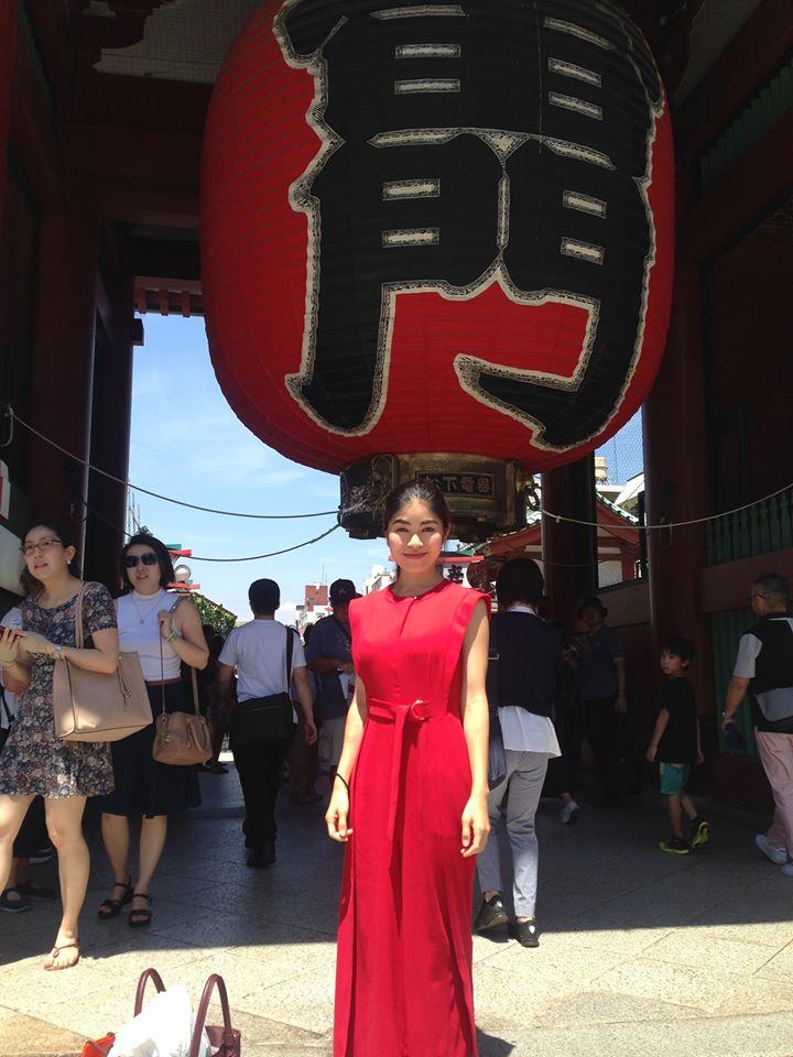 Ayana Nishikawa est journaliste et travaille sur le défi que cela représente d'être maman solo au Japon